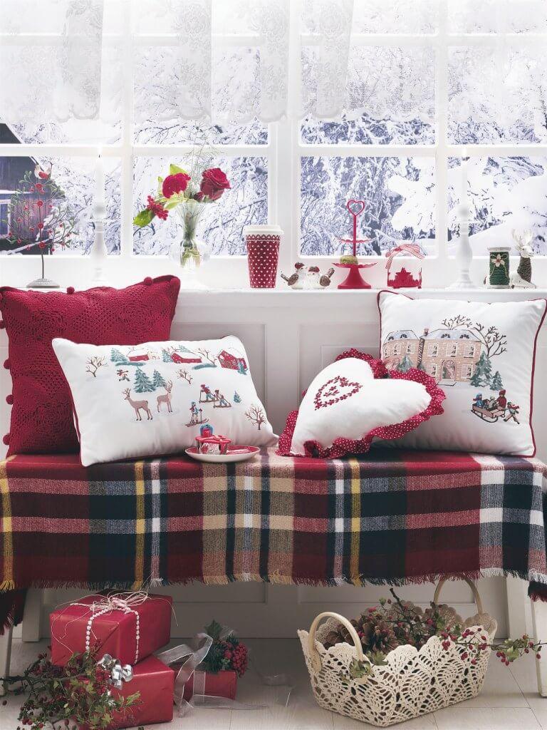 Святкова колекція домашнього текстилю та аксесуарів English Home