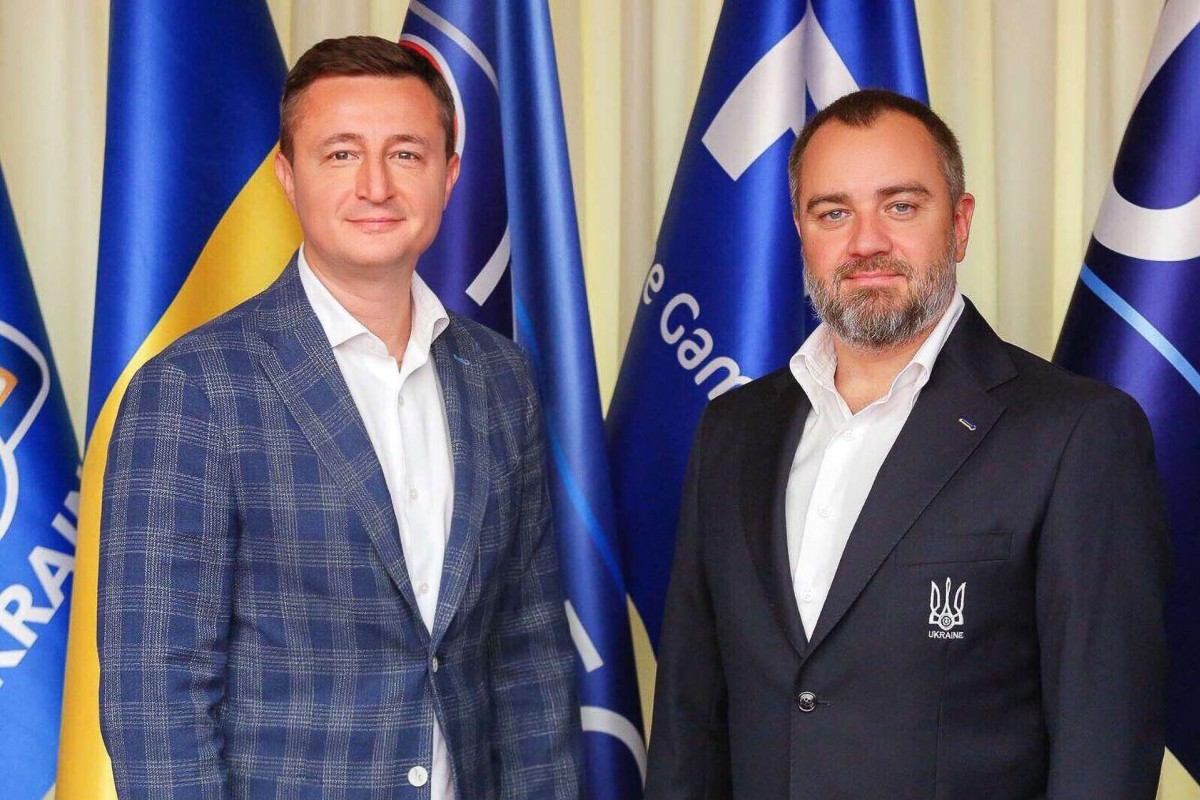 ARBER – офіційний діловий одяг українського футболу!